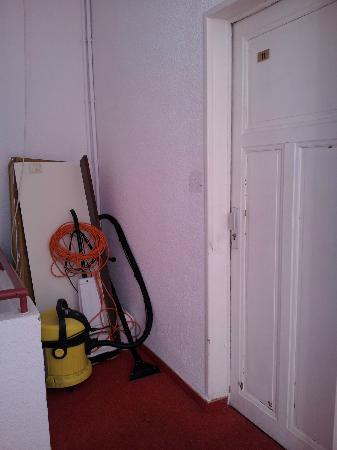 Le France Hotel : couloir et porte de chambre