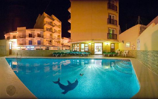 Hostal Residencia Adelino : Piscina