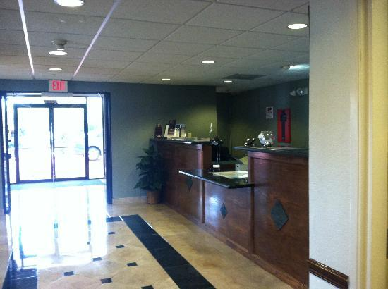Days Inn and Suites Houston North/Aldine : Front Desk