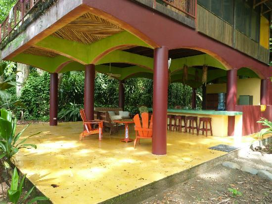 Iguana Lodge: Ground floor patio and kitchen - Villa Villa Kula