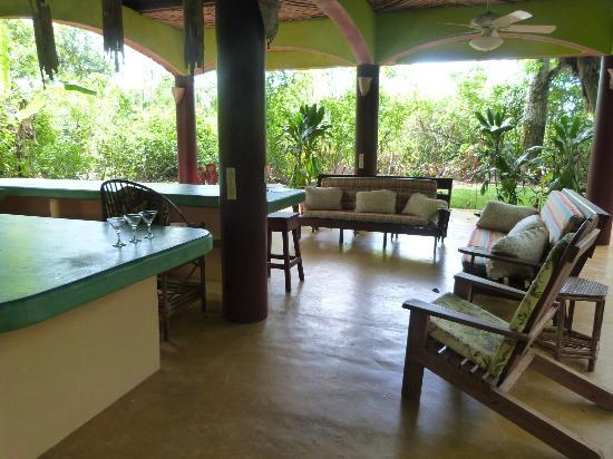 Iguana Lodge: Ground floor patio - Villa Villa Kula