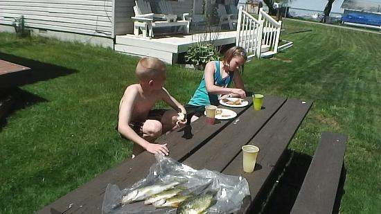 American Oak Resort: The kids eating lunch while dad was getting ready to clean the fish.