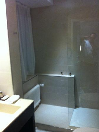 Hotel Helmhaus: Bathroom