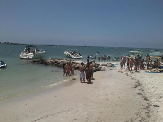 GulfView Hotel - On The Beach: Directly behind hotel holiday week end.