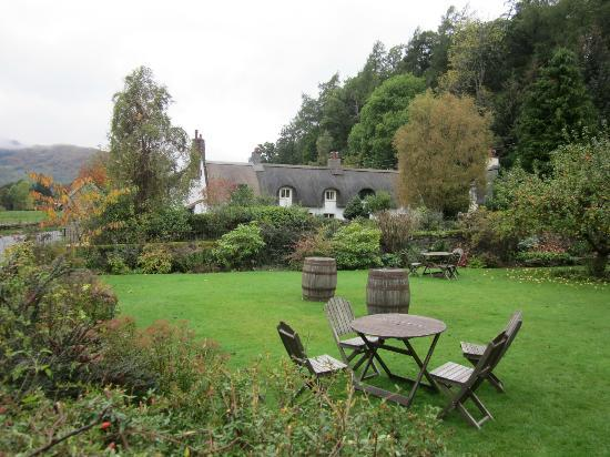 Fortingall Hotel: Courtyard off of dining room