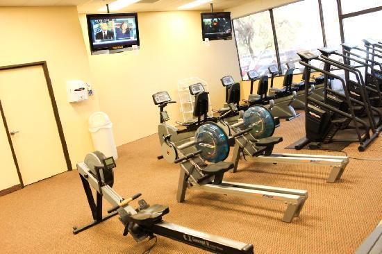 Red Lion Inn & Suites Tucson North Foothills: Guests receive access to Platinum Fitness next door