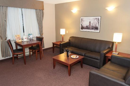 Canad Inns Destination Centre Fort Garry: Living room