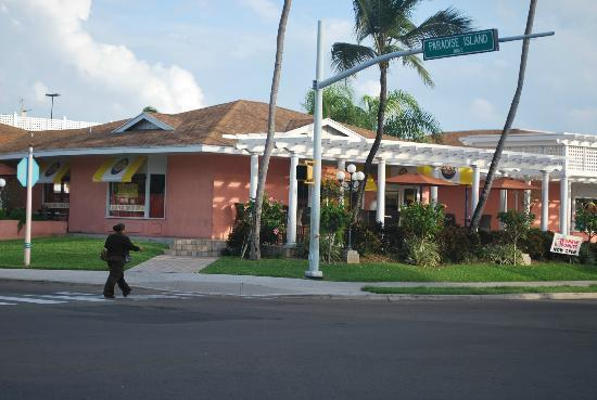 Comfort Suites Paradise Island: Street view of Anthony's Restaurant