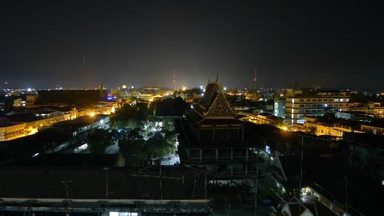 Thai Hotel Nakhon Si Thammarat: Nakhon Si Thammarat at night from hotel room