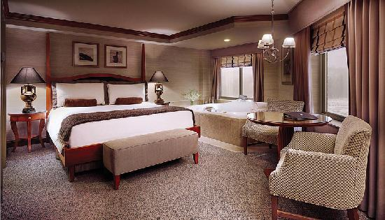 Ameristar Casino Hotel Council Bluffs: Hotel Octagon Suite