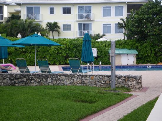 Plantation Village Beach Resort: Pool by the beach