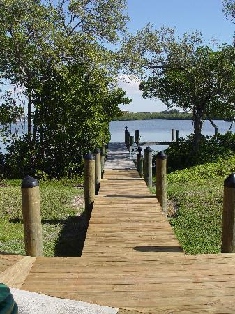 Turtle Bay Condos: Walkway to Dock