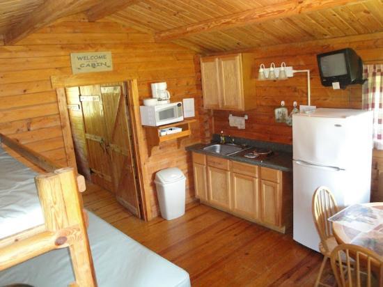 Inside Comfort Cabin Picture Of Yogi Bear S Jellystone Park Camp Resort Luray Tripadvisor