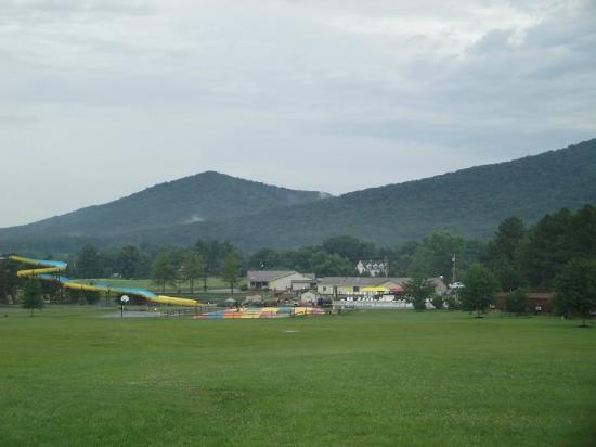 ‪‪Yogi Bear's Jellystone Park Camp-Resort Luray‬: View from Playground‬