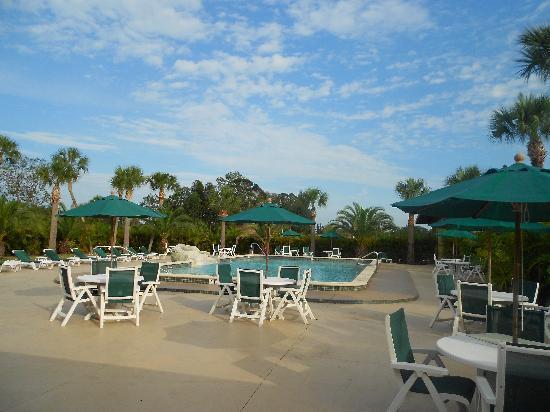 Ramada Lake Placid: Piscine de l'hôtel