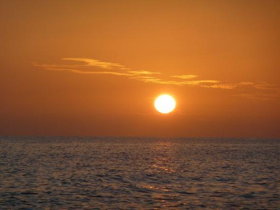 An Island Getaway at Palm Tree Villas: So schöne Sonnenuntergänge gibt es sonst niergendswo