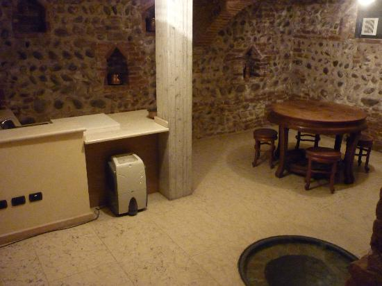 Residence Hotel Antico San Zeno: Basement of our room- would be great for large parties