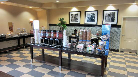 Hampton Inn & Suites Carlsbad: Breakfast Buffet