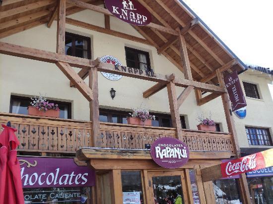 Knapp Legendary Ski Hotel: Vista desde afuera! hermoso balcon para ver nevar