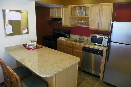 Residence Inn Seattle Bellevue : kitchen area