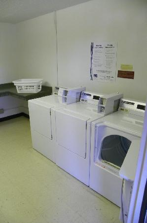 Residence Inn Seattle Bellevue : guest laundry room