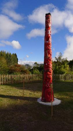 Wairakei Terraces - Maori carving