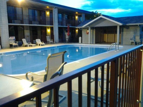 Branson Yellow Rose Inn and Suites: Pool area