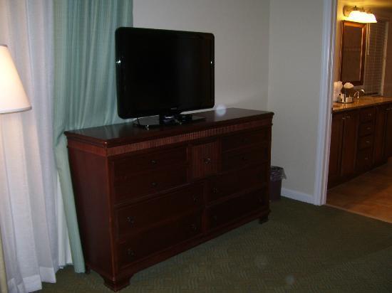 Plantation Beach Club at Indian River: Master Bedroom tv