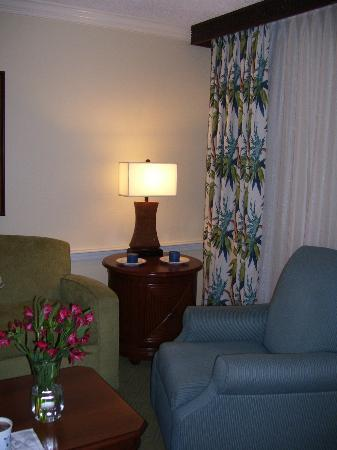 Plantation Beach Club at Indian River: Living room, two bedroom (same as one bedroom)