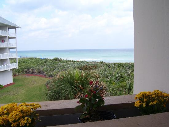 Plantation Beach Club at Indian River: View from elevator toward beach