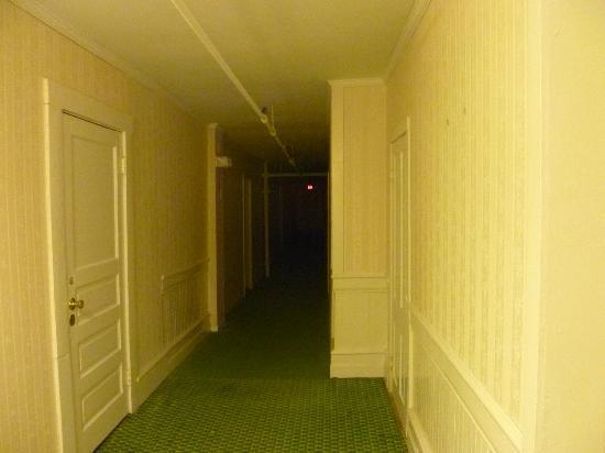 The Green Park Inn: creepy blacked out hallway