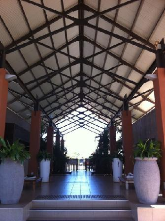 Oaks Cable Beach Sanctuary Resort: Resort Entry & Lobby