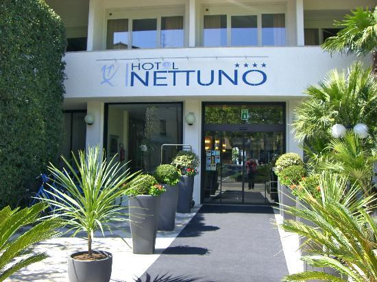 Nettuno Hotel: Welcoming entrance