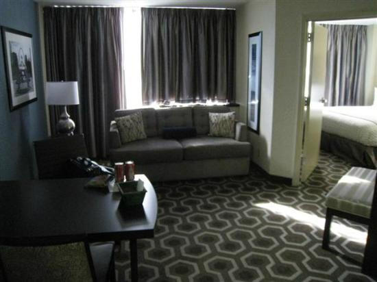 Embassy Suites by Hilton St. Louis Airport: View of Suite/Bedroom