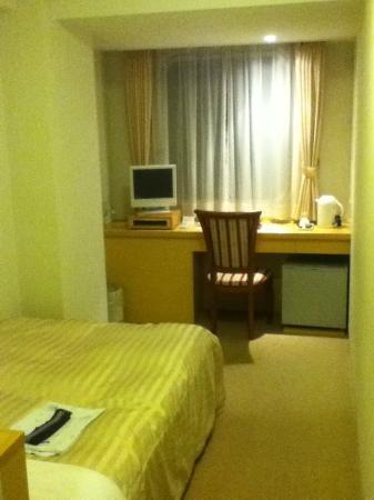 Hotel Pearl City Akita Omachi: 5250 yen single twin bed room