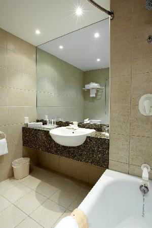 Holiday Inn Rotorua: Superior bathroom
