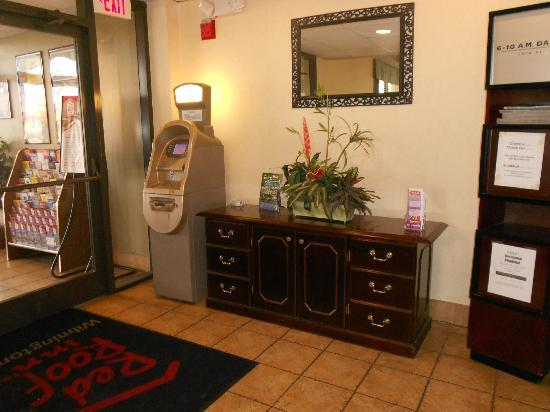 Red Roof Inn Wilmington: ATM Available To You In The Lobby
