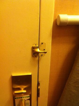 Holiday Inn Baltimore-Inner Harbor: broken and no other rooms available