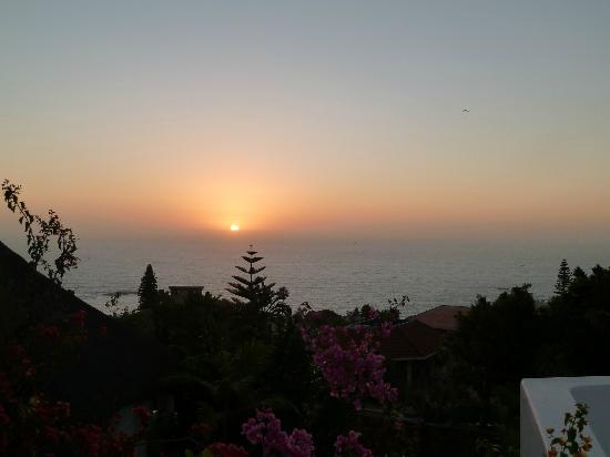 Camps Bay Ridge Guest House: This was our sunset view each evening