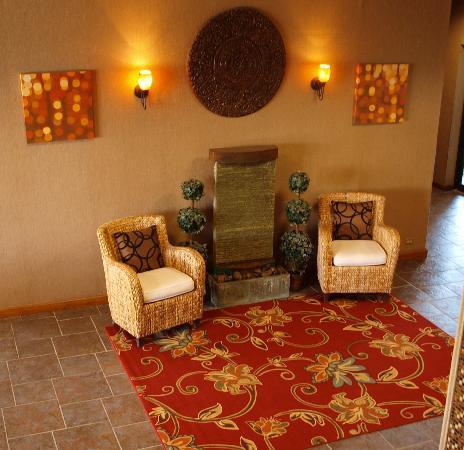 Ramada Odessa: Third Lobby Sitting Area