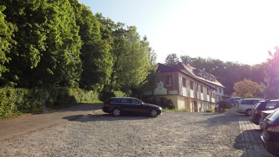 Hotel Grünwald set fra indkørselsvejen