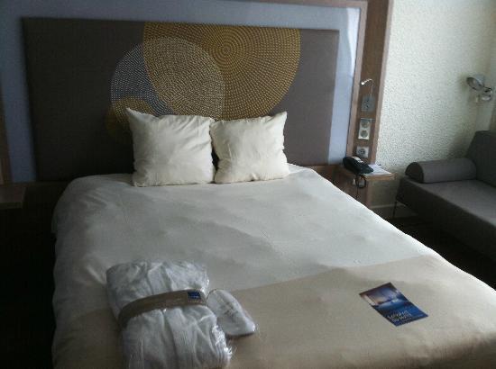 Novotel Cergy Pontoise : Bed in the Excutive Romm.