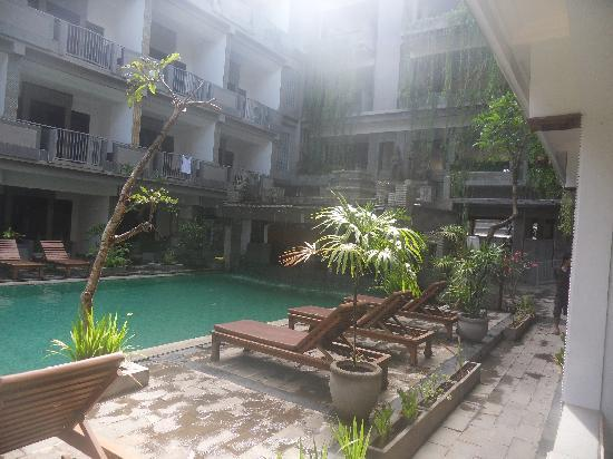 Champlung Mas Hotel: Pool from room 107