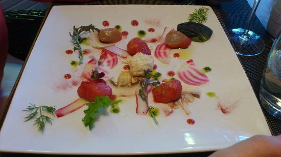 Restaurant De La Vallee : Coquille Saint Jacques confettis marinées et betterave