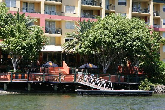 Paradise Island Resort: Restaurant from the water