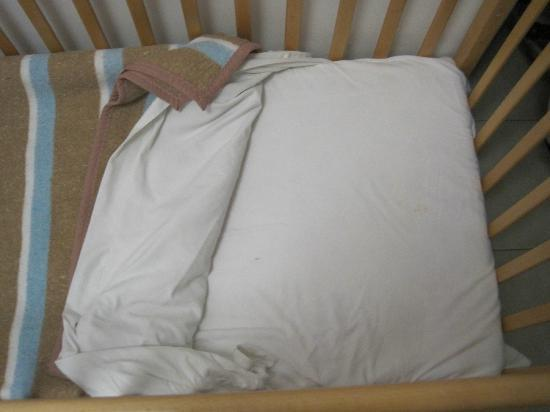 Mar Brava: Stained cot sheets