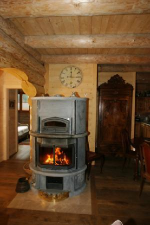 """Chalet Châtelet : Tulikivi with Bread Oven and """"Stone with Soul"""""""