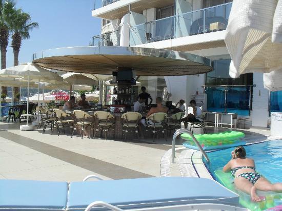 Hotel Marbella: poolside bar