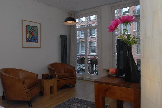 Le Quartier Sonang: Chambre de Ville with a streetview