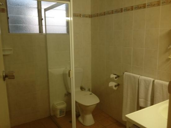 McNevins Maryborough Motel: bathroom